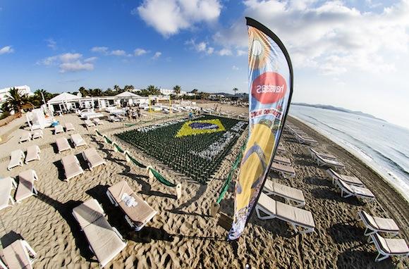 Plage d'En bossa en Havaianas à Ibiza - jeans & stilettos