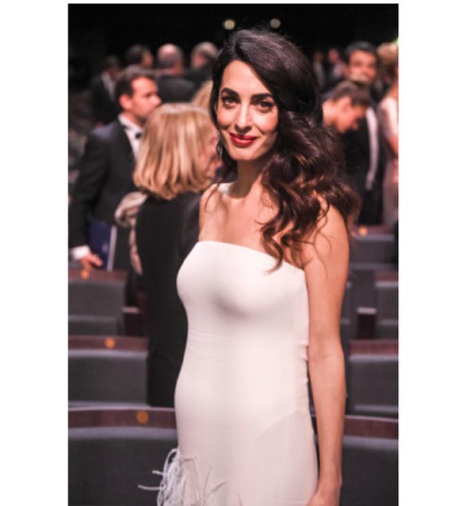 Cérémonie Des César 2017 : Amal Clooney en Atelier Versace